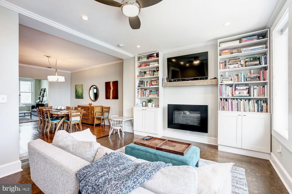Gorgeous built-ins and gas fireplace - 4604 9TH ST NW, WASHINGTON