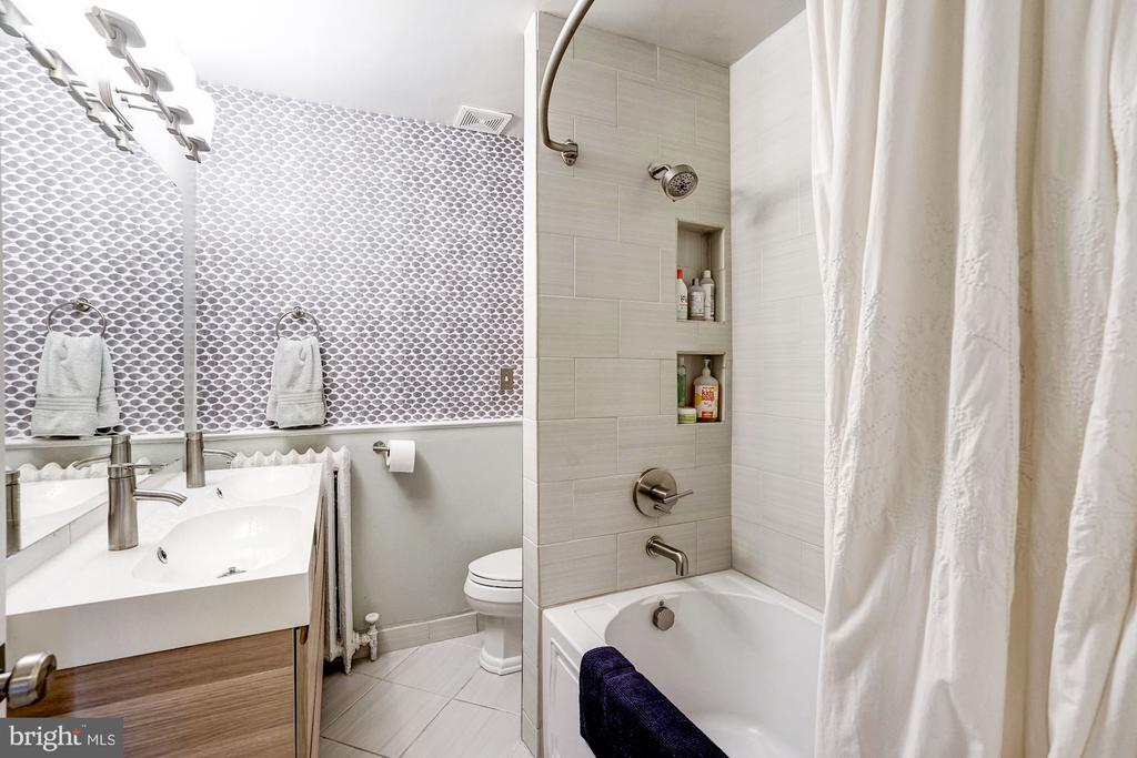 Hall bath includes a dual vanity. - 4604 9TH ST NW, WASHINGTON