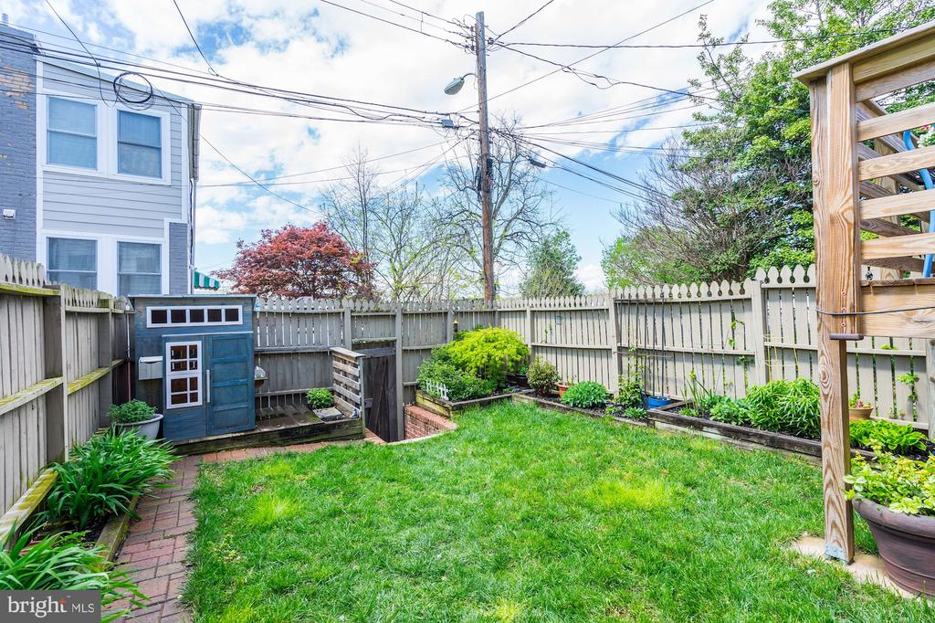 Great green space for entertaining. - 4604 9TH ST NW, WASHINGTON