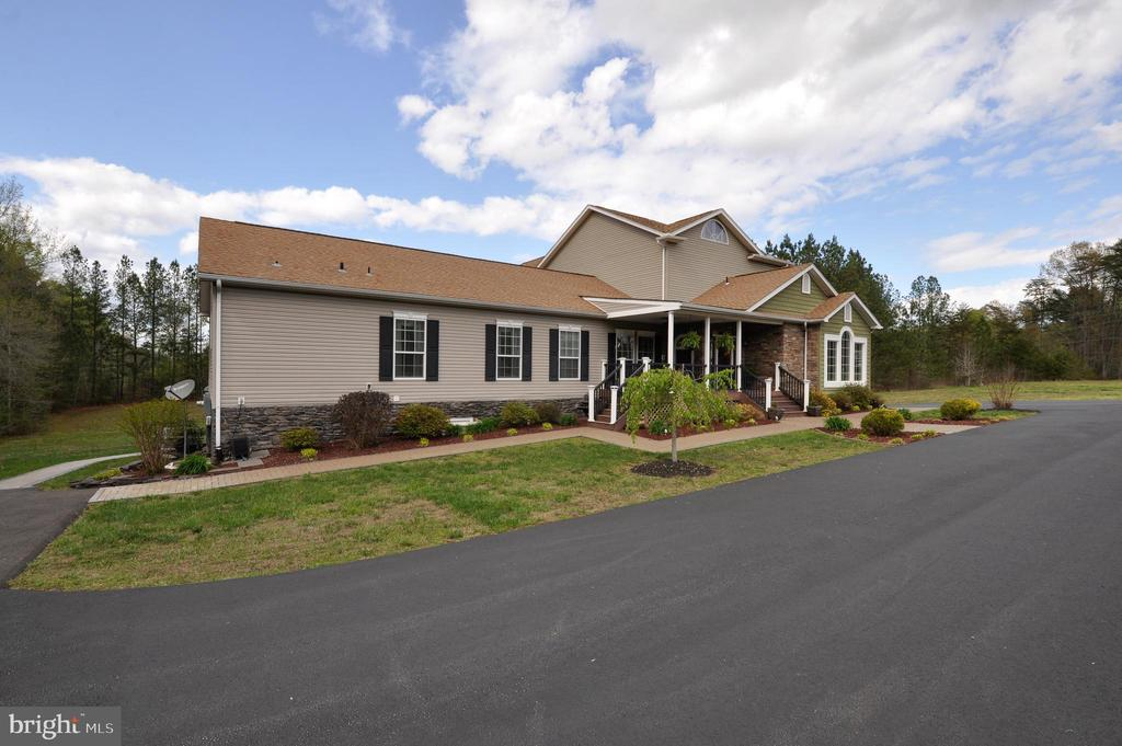 Large driveway and lots of parking space - 10636 CATHARPIN RD, SPOTSYLVANIA