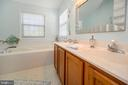 Master bath with soaking tub - 4 WELLINGTON DR, STAFFORD