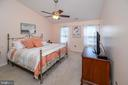 Master bedroom with vaulted ceiling/fan - 4 WELLINGTON DR, STAFFORD