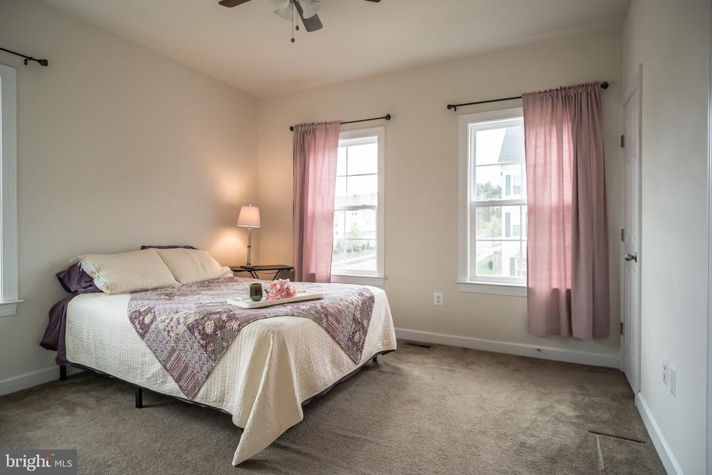 All upper level bedrooms with fans - 102 ALMOND DR, STAFFORD