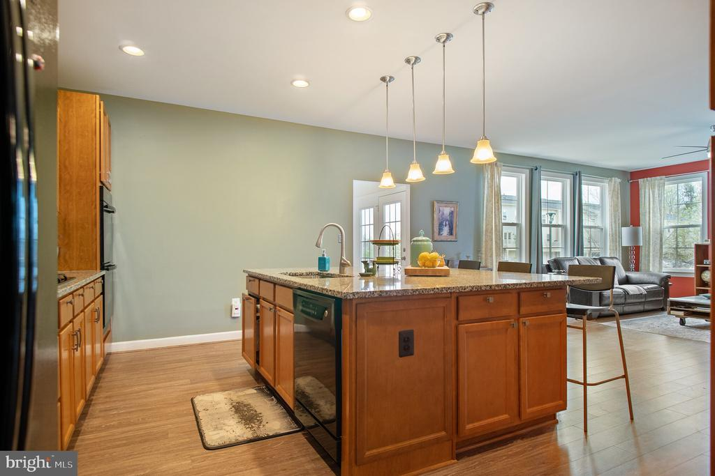 Large island with pendant lighting overhead - 102 ALMOND DR, STAFFORD