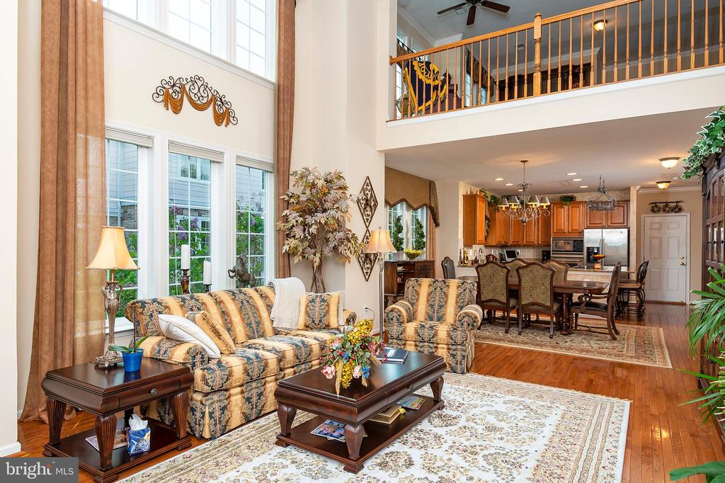 Sunny family room with access to the back patio - 8733 ENDLESS OCEAN WAY #32, COLUMBIA