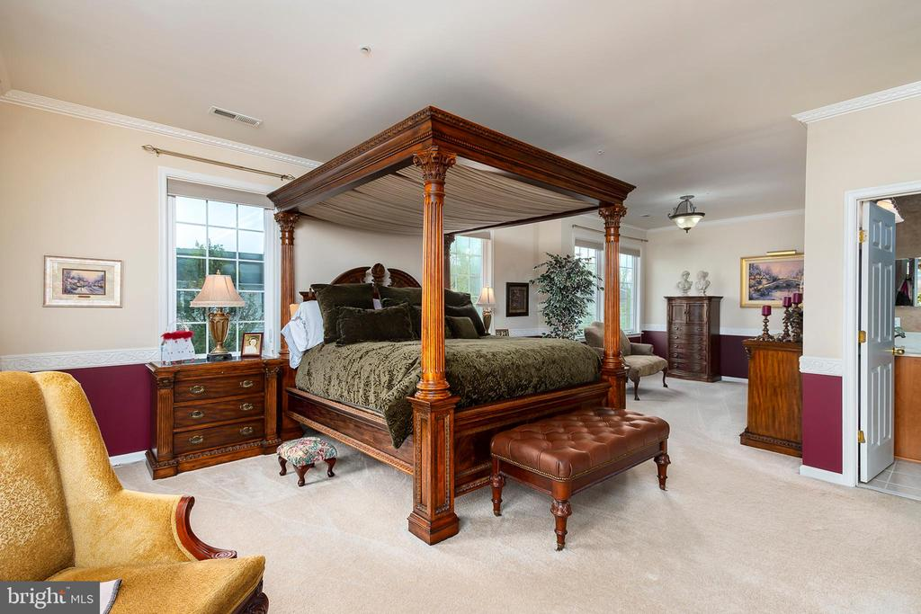 2nd master suite w/ crown molding & walk-in closet - 8733 ENDLESS OCEAN WAY #32, COLUMBIA