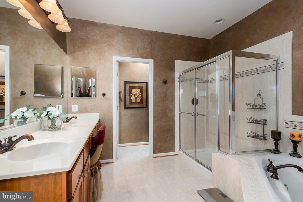Luxurious master bath - 8733 ENDLESS OCEAN WAY #32, COLUMBIA