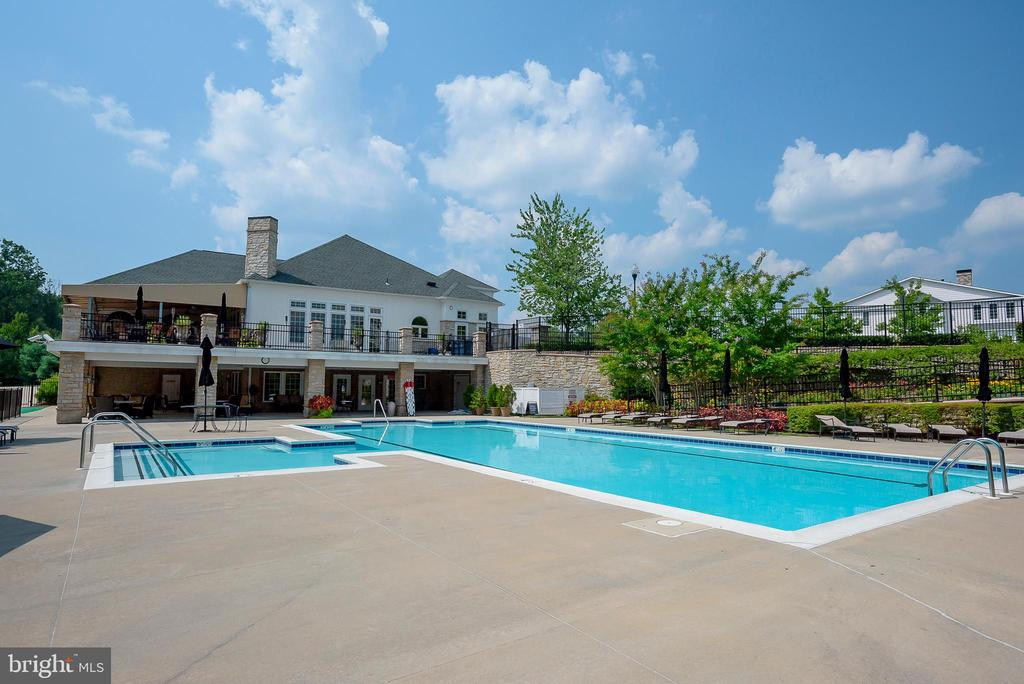 Relax by the expansive pool - 8733 ENDLESS OCEAN WAY #32, COLUMBIA