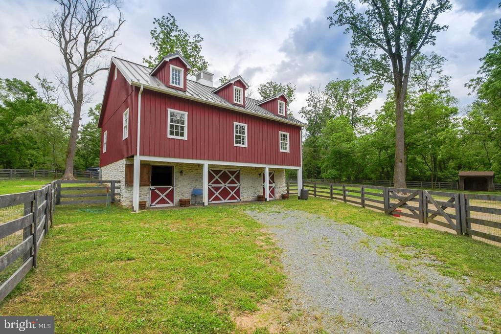 Amish-built Bank Barn - 10807 GREENSPRING AVE, LUTHERVILLE TIMONIUM