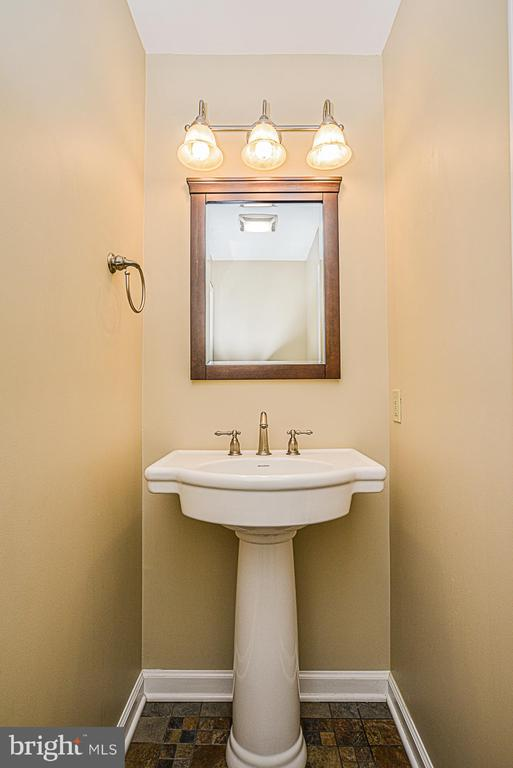 half bath on main level - 437 WINDWOOD LN, PARIS