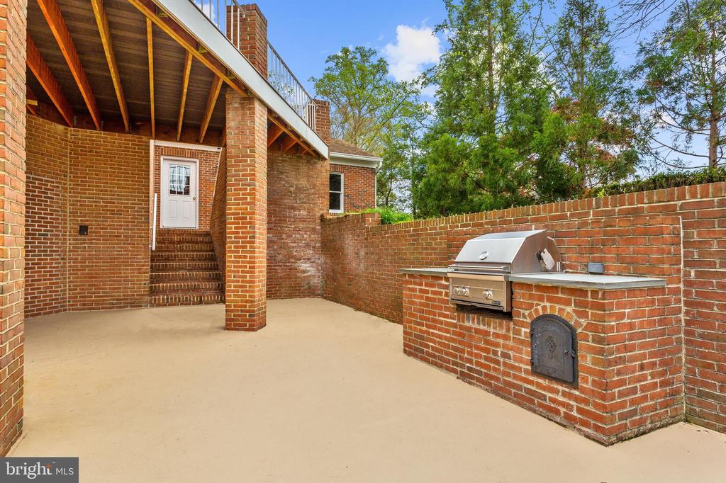 Built-in Brick  Cook Station - 1128 ASQUITH DR, ARNOLD
