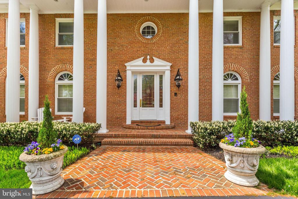 Welcoming  Brick Walk  in Herring Bone Pattern - 1128 ASQUITH DR, ARNOLD
