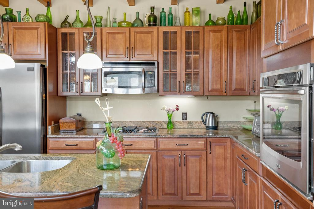 STAINLESS STEEL APPLIANCES - 34876 PAXSON RD, ROUND HILL