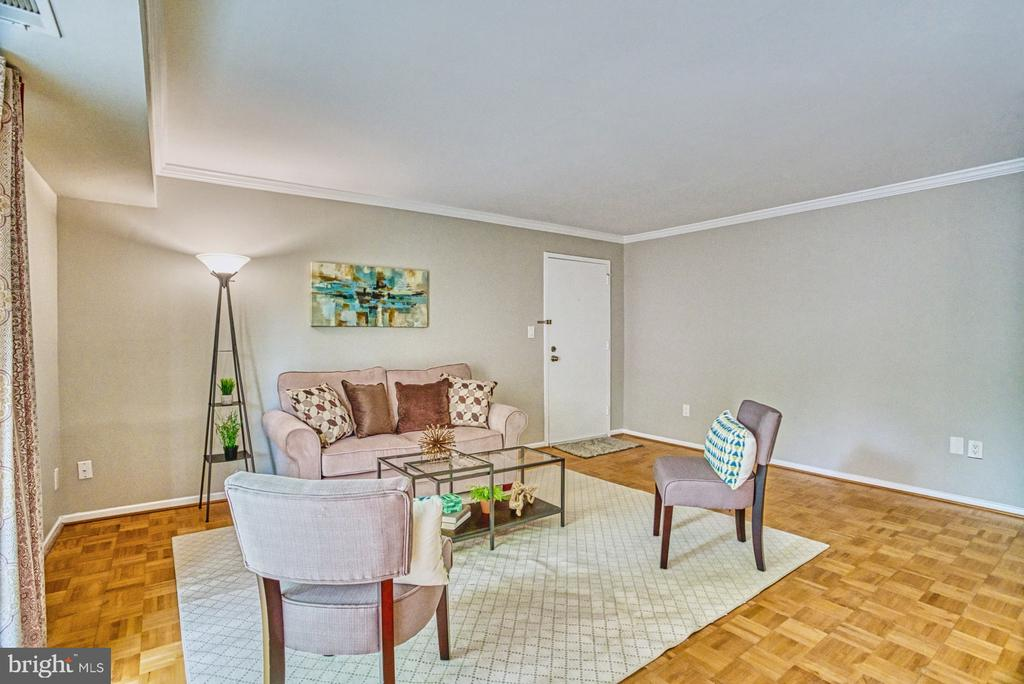 Large living room with space for desk space - 3200 S 28TH ST #404, ALEXANDRIA