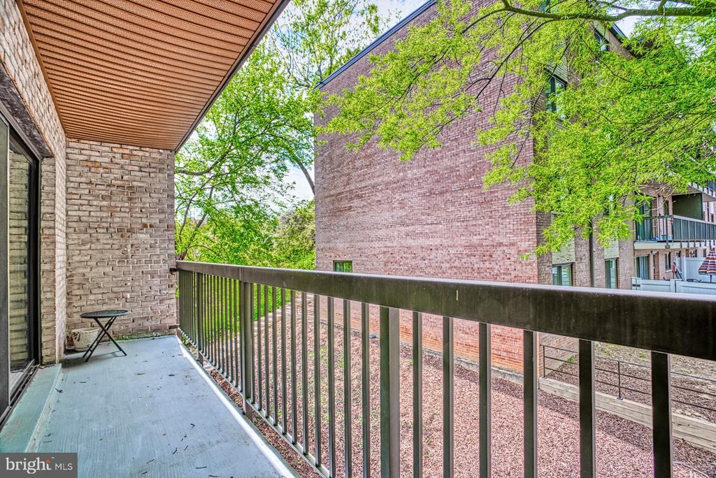 Long balcony perfect for coffee or tea - 3200 S 28TH ST #404, ALEXANDRIA