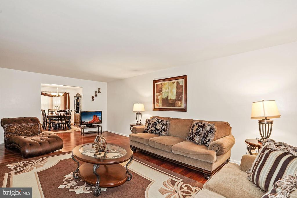 Open Floor, living room area. - 3005 SEVEN OAKS PL, FALLS CHURCH