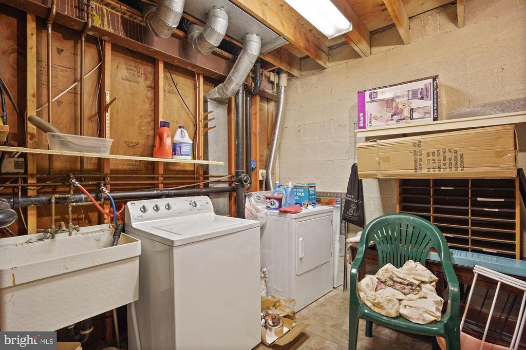 Laundry and Storage - 3005 SEVEN OAKS PL, FALLS CHURCH