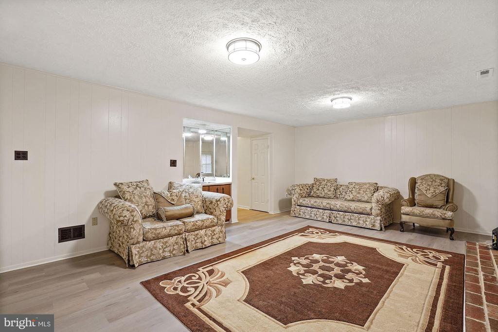 Specious Rec room with fire place - 3005 SEVEN OAKS PL, FALLS CHURCH