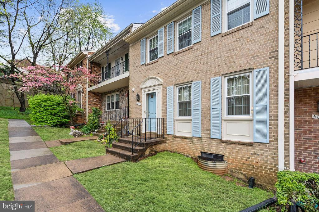 All brick townhouse - 3005 SEVEN OAKS PL, FALLS CHURCH