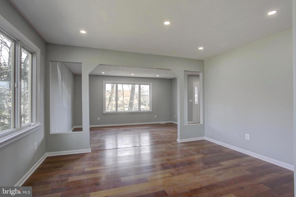 Dining Room opens to Impressive Front Living Room - 1430 AQUIA DR, STAFFORD