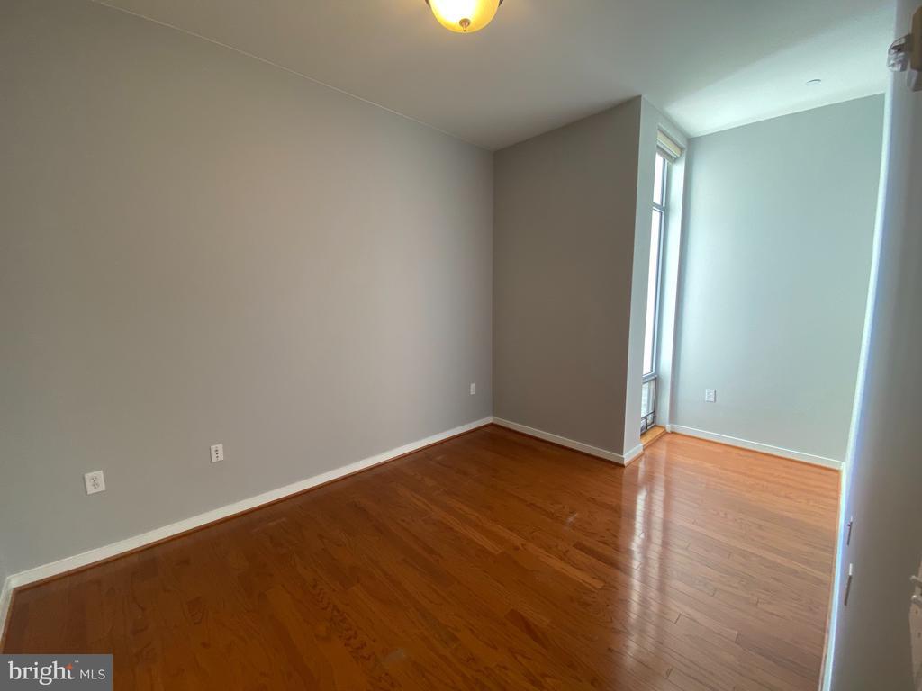 Large Corner Bedroom - 1414 BELMONT ST NW #309, WASHINGTON