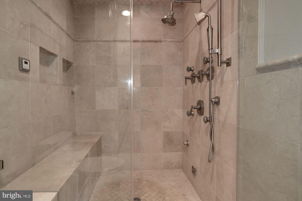 Owner's Bath Steam Shower - 1301 19TH RD S, ARLINGTON
