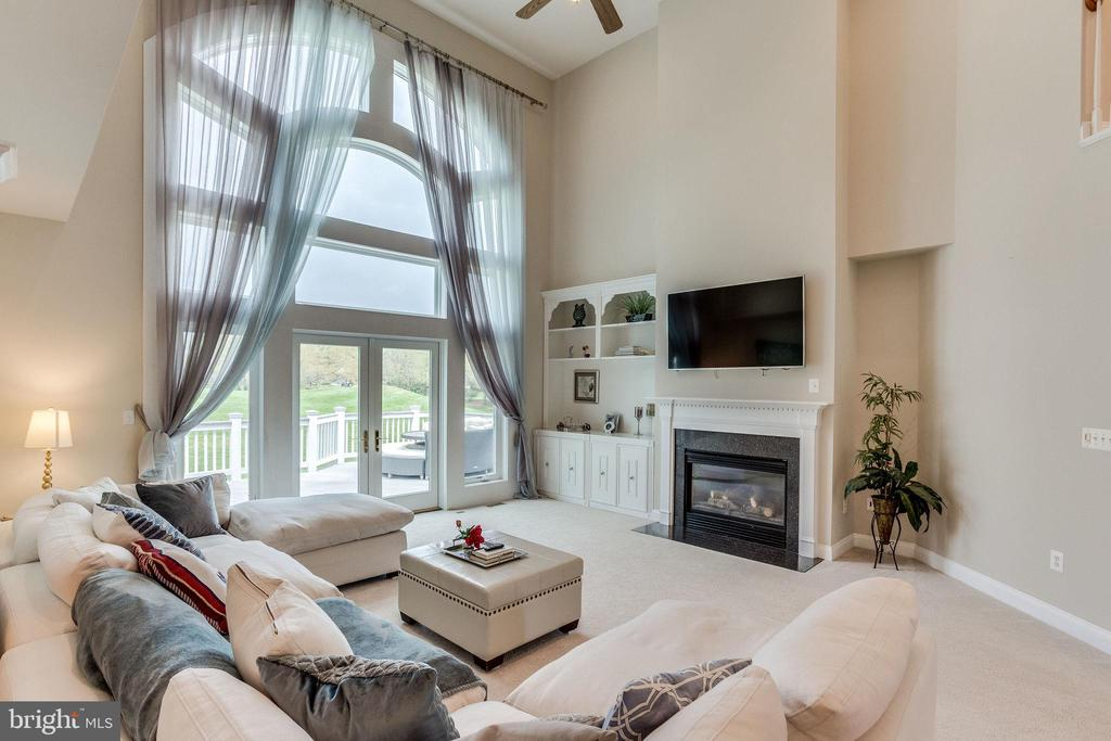 Main living room overlooking golf course. - 43348 CRYSTAL LAKE ST, LEESBURG
