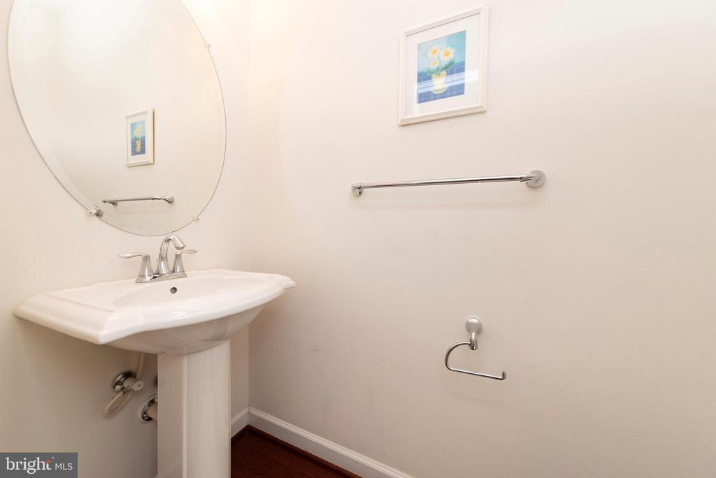 Half Bath on Main Level - 812 MORAN DR, ANNAPOLIS