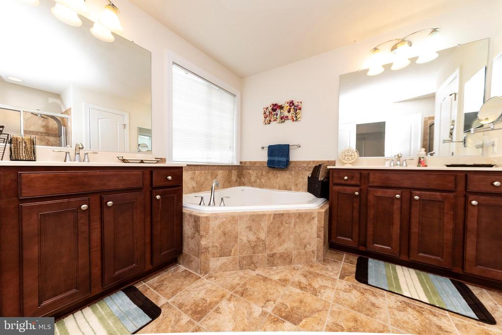 Spacious Master Bathroom - 812 MORAN DR, ANNAPOLIS