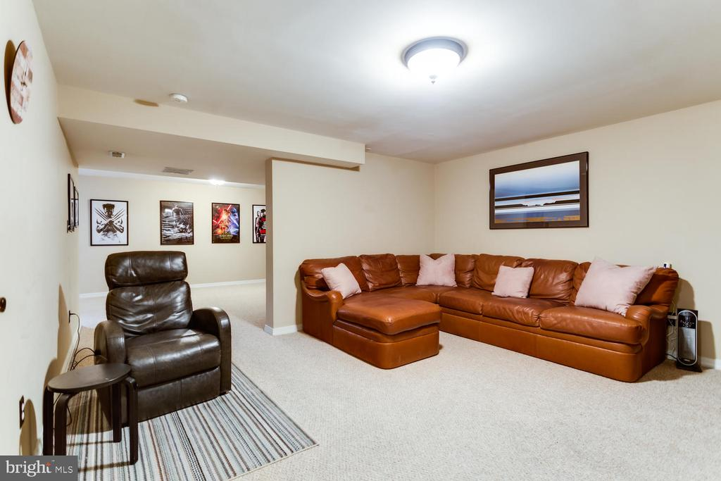 Lower level features large, carpeted rec room - 10892 HUNTER GATE WAY, RESTON