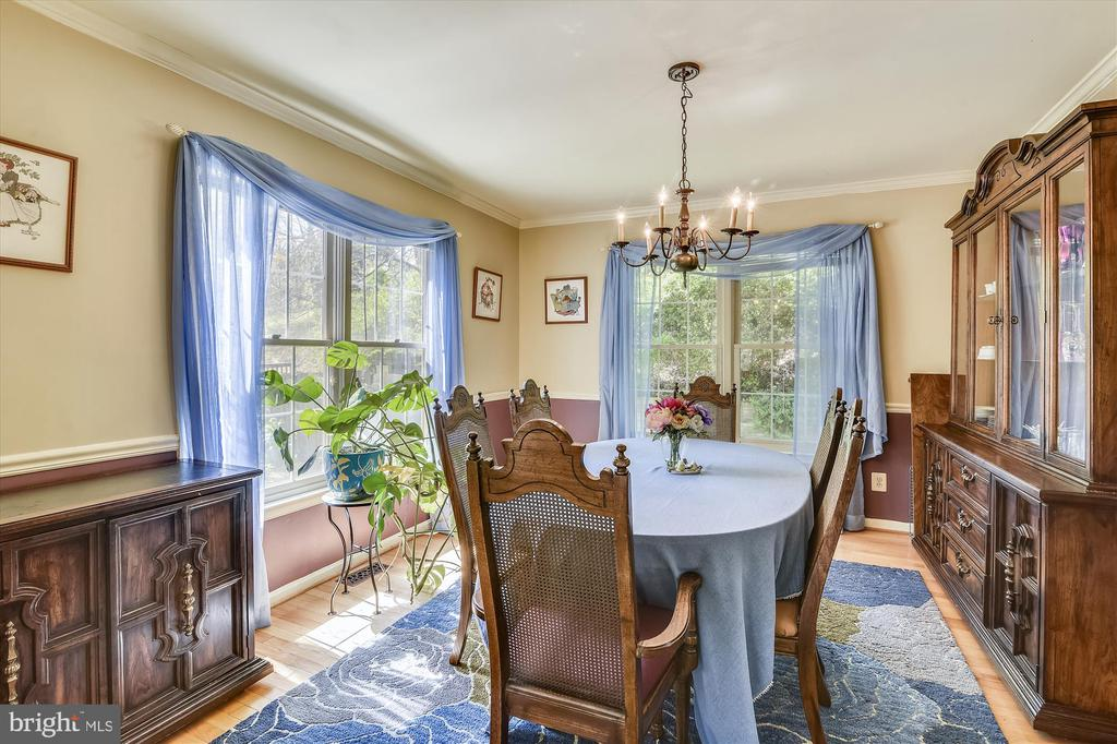 Formal dining room beautiful hardwood and windows - 2026 FARRAGUT DR, STAFFORD