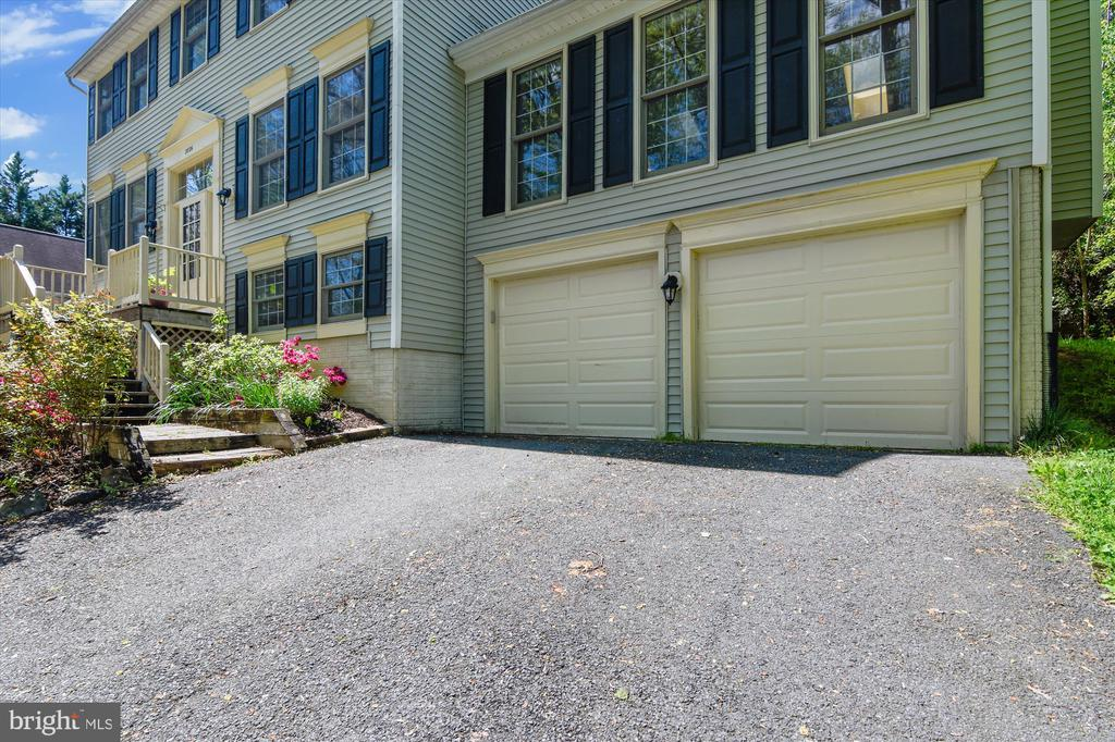 Two car attached garage and parking - 2026 FARRAGUT DR, STAFFORD
