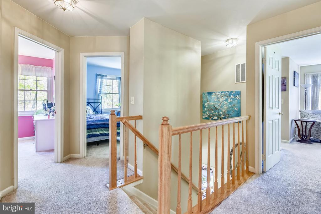 Upstairs level has 4 BR and is newly carpeted - 2026 FARRAGUT DR, STAFFORD