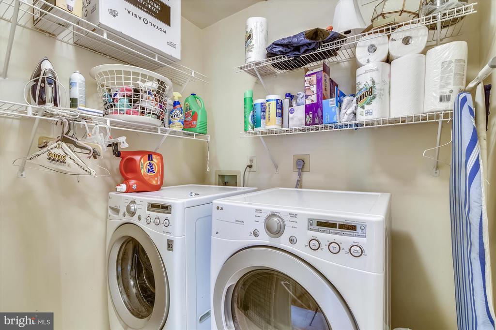 Upper level laundry room! - 2026 FARRAGUT DR, STAFFORD