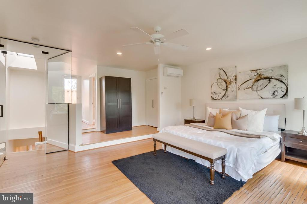 Master Suite - 1827 S ST NW, WASHINGTON