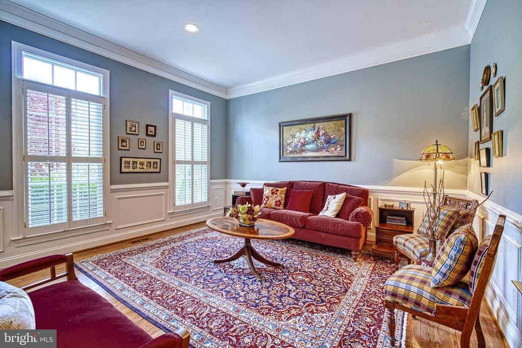Just off foyer is a very charming living room - 2704 SILKWOOD CT, OAKTON