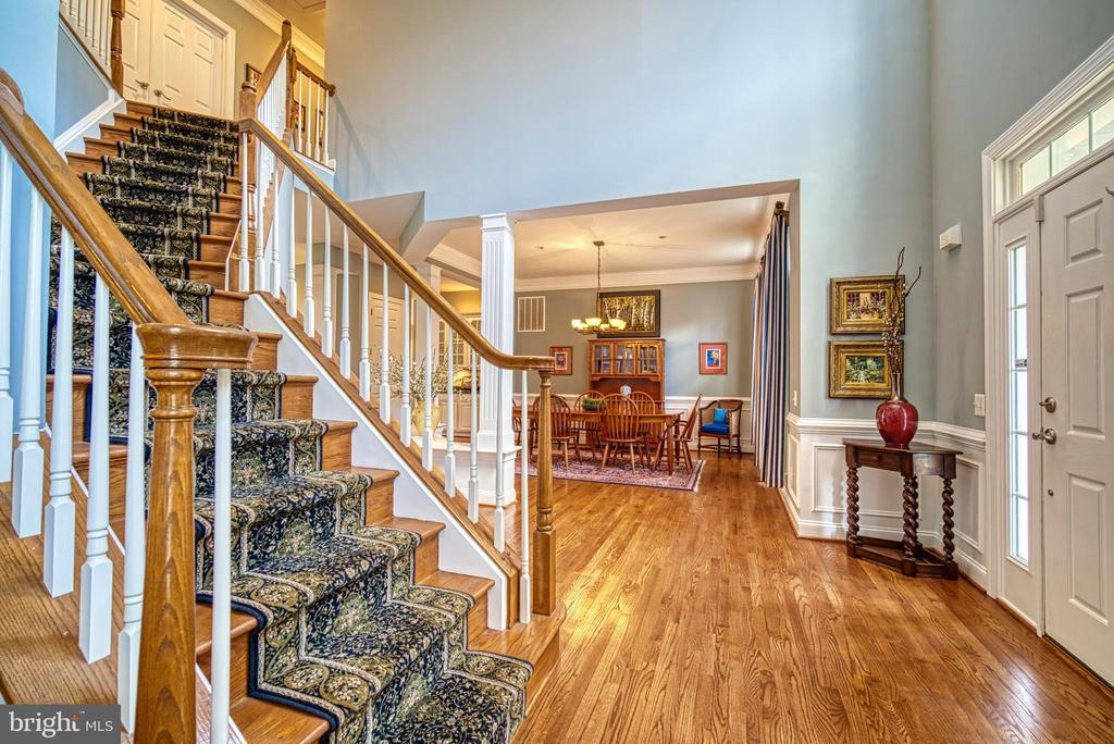 2 story foyer is an inviting entry - 2704 SILKWOOD CT, OAKTON