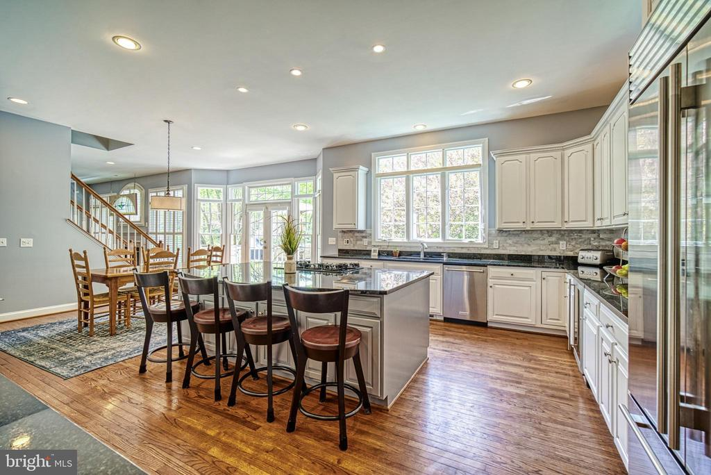An incredible kitchen for all your entertaining! - 2704 SILKWOOD CT, OAKTON