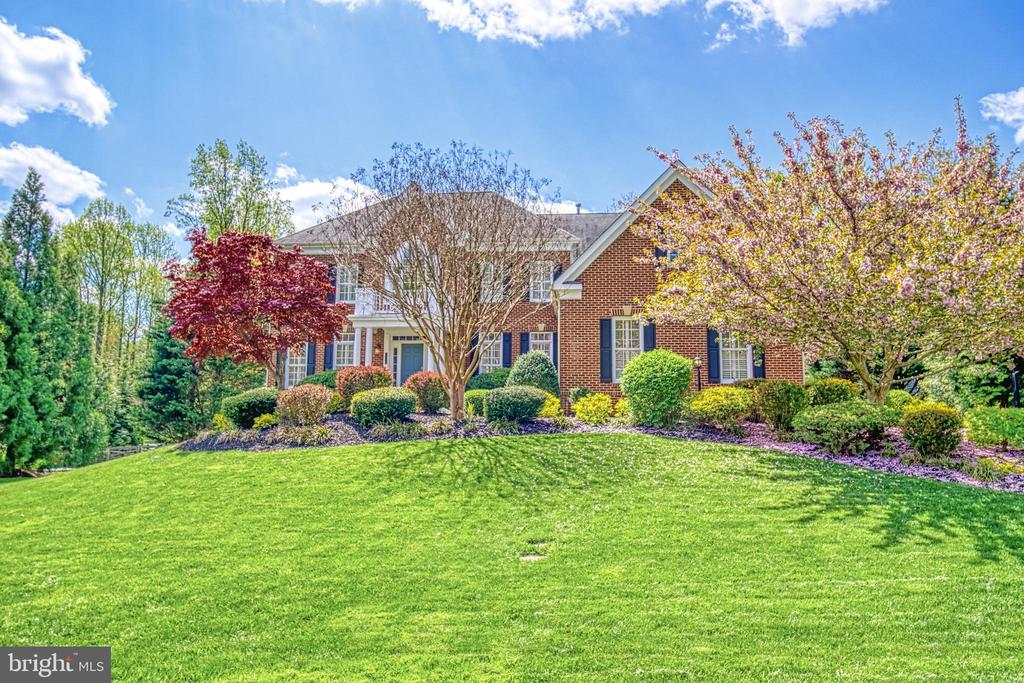Welcome to your beautiful new home! - 2704 SILKWOOD CT, OAKTON
