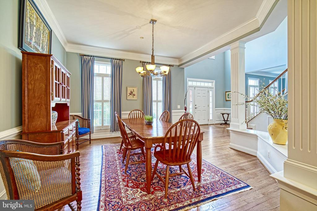 Ceiling accentuates the beauty of the dining room - 2704 SILKWOOD CT, OAKTON