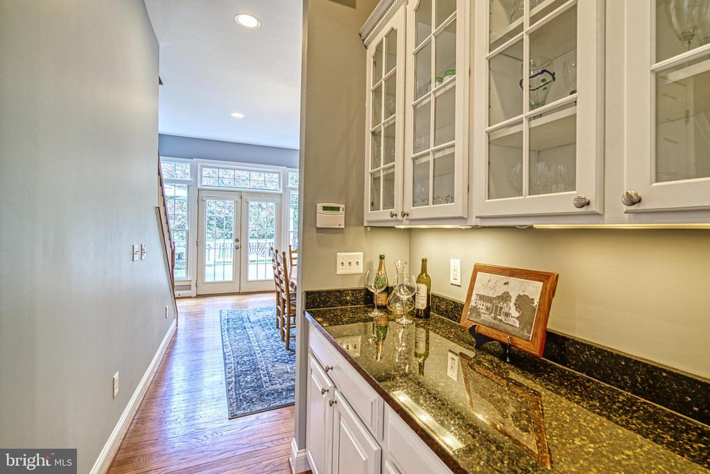 Between dining room & kitchen is a butlers station - 2704 SILKWOOD CT, OAKTON