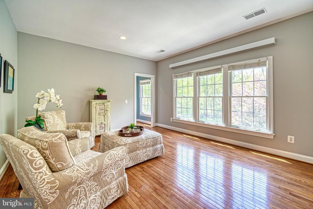 How nice, a sitting/office area off your master - 2704 SILKWOOD CT, OAKTON