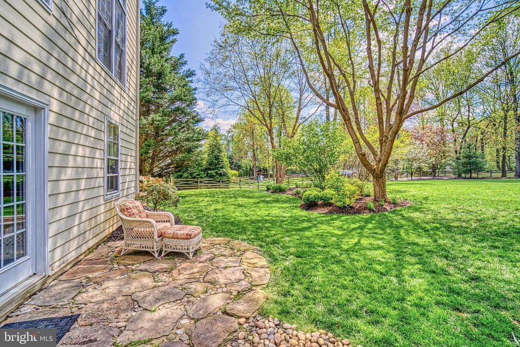 Cute patio to sit and read or just enjoy nature - 2704 SILKWOOD CT, OAKTON