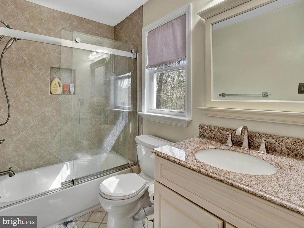 Main level Master Bath - 6598 TWIN LAKE CT, NEW MARKET