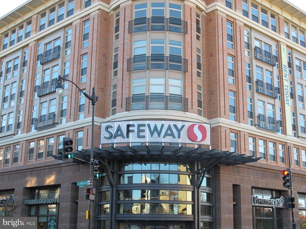 0.5 mile to Safeway - 4604 9TH ST NW, WASHINGTON