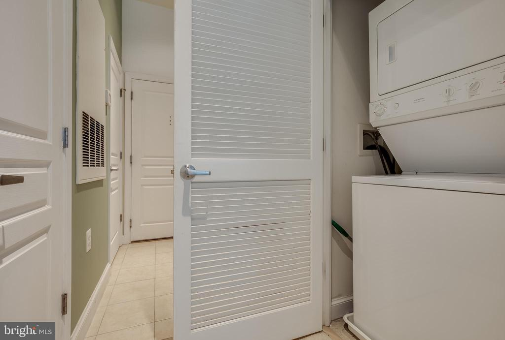 Stackable Washer and Dryer - 2451 MIDTOWN AVE #113, ALEXANDRIA