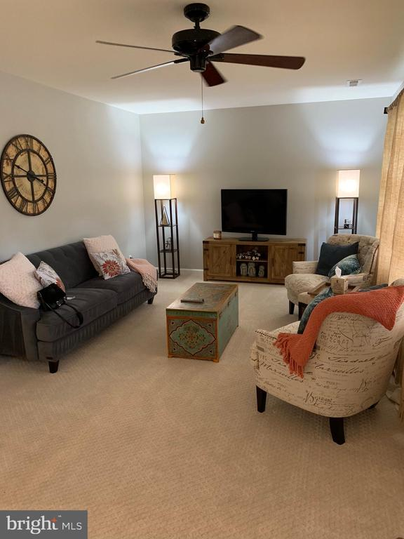 Living/Family Room - 2403 SPRING ST, DUNN LORING