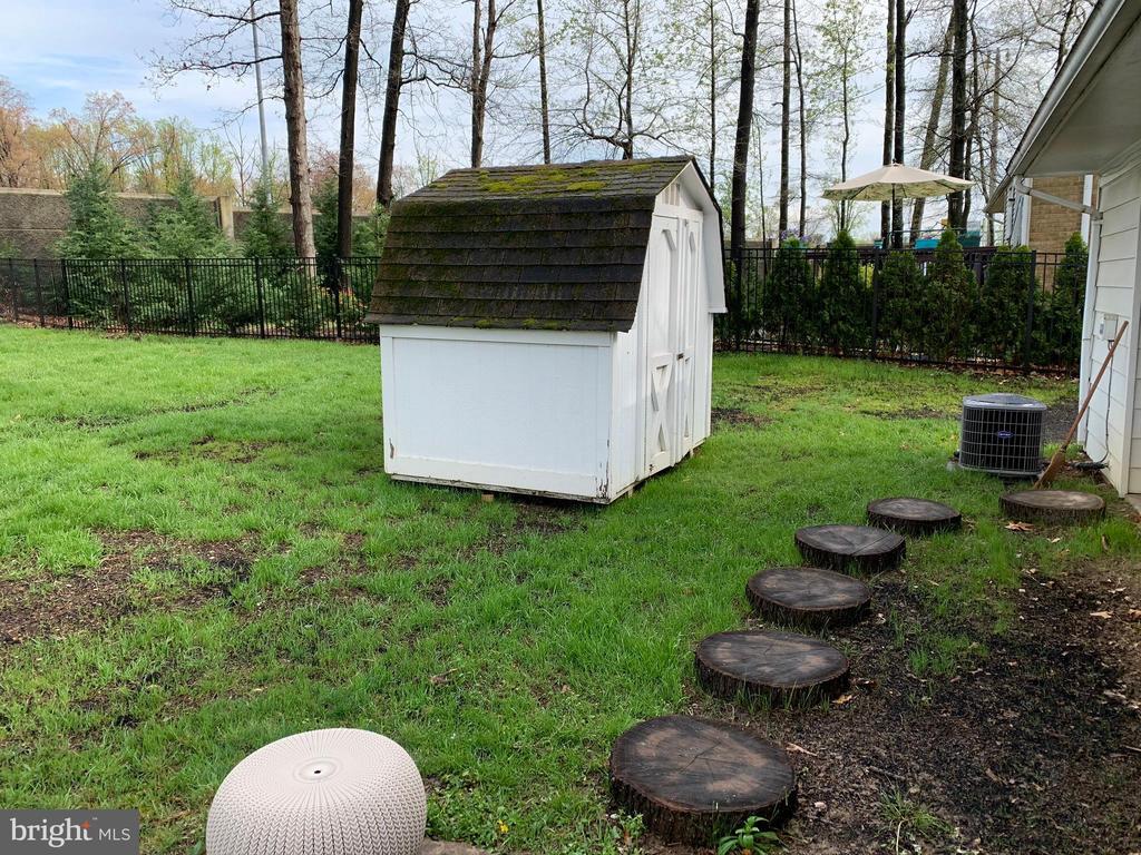 Back Yard+Storage Shed - 2403 SPRING ST, DUNN LORING