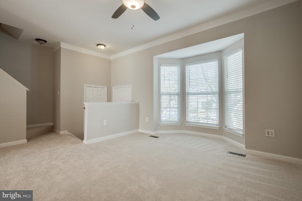 Lovely Bay Window - 43059 CANDLEWICK SQ, LEESBURG