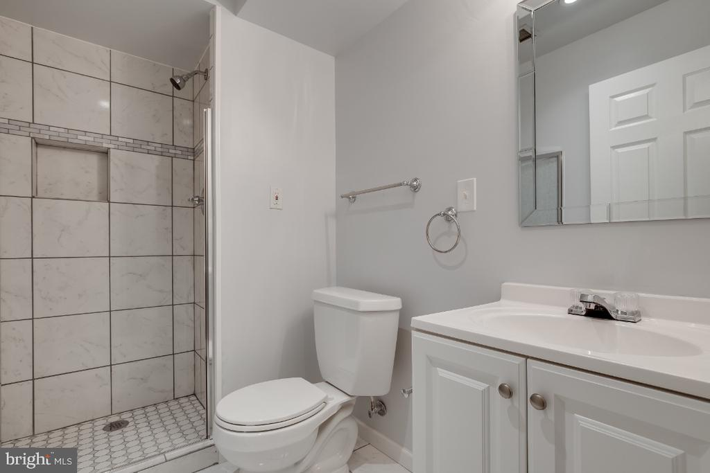 Full Bathroom in the Basement - 43059 CANDLEWICK SQ, LEESBURG